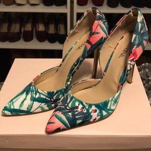 Pointed 4 in pumps